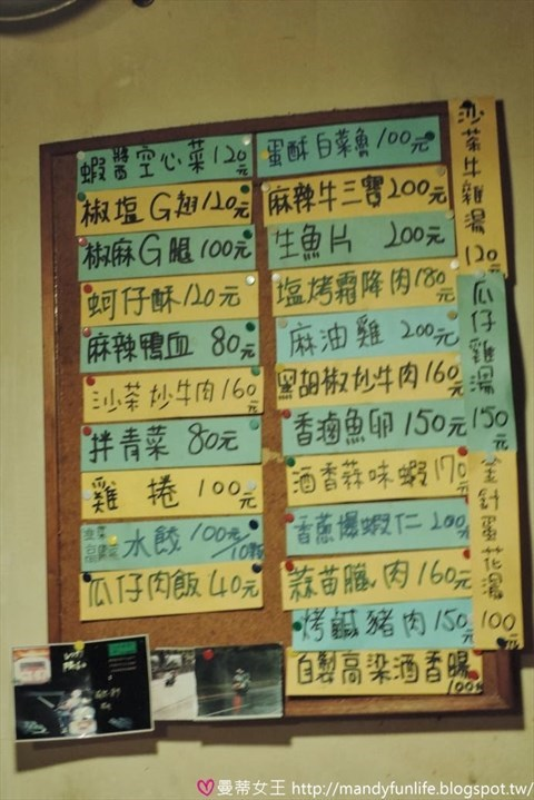 0 桌上简单的桌卡就是「有料食堂」的菜单.