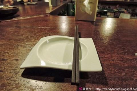 有好  桌上简单的桌卡就是「有料食堂」的菜单.