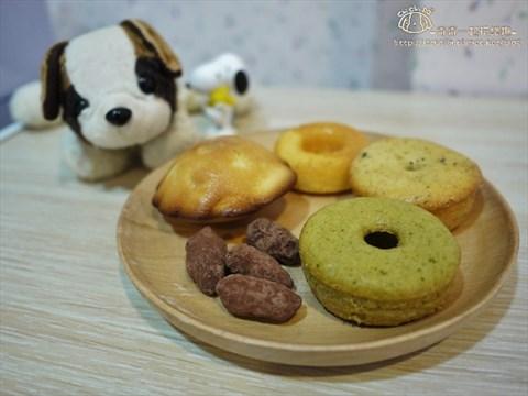 玛德蕾:莱姆香橙,法国巧克豆豆  单一价格皆为50元,用了可爱的熊熊包