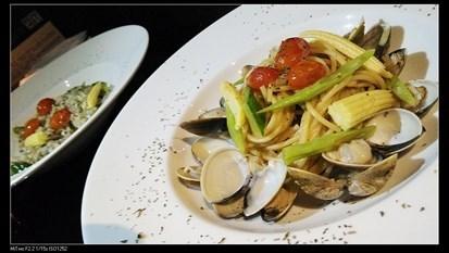 相比之下這到極為普通..就跟市面上常見到的口感都差不多,比較特別的就是蛤蠣的海鮮味很重,喜歡重口味的話倒是可以試試