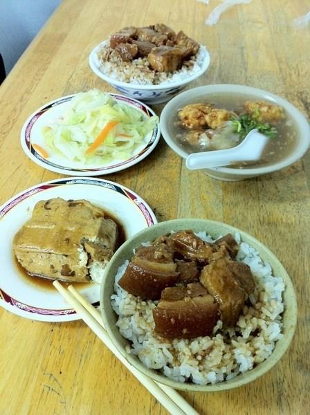 還有土魠魚羹 滷豆腐 滷白菜
