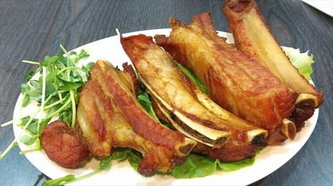 肉質鮮嫩,蒜味超重,帶點煙燻的味道,非常好吃!!!